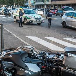 Inversione (vietata) in viale Innocenzo Motociclista ferito, traffico rallentato