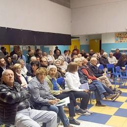«Non chiudete il nostro centro rifiuti»  La protesta di Orsenigo in assemblea