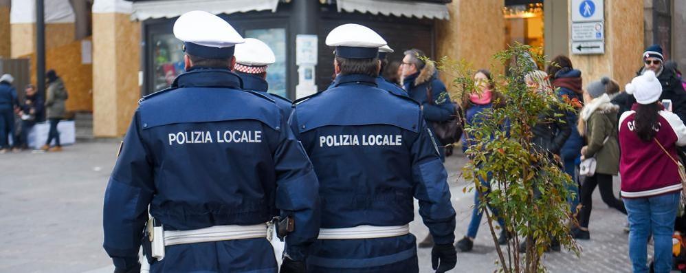 Aggredisce un uomo e molesta due donne    Giovane arrestato dalla polizia locale