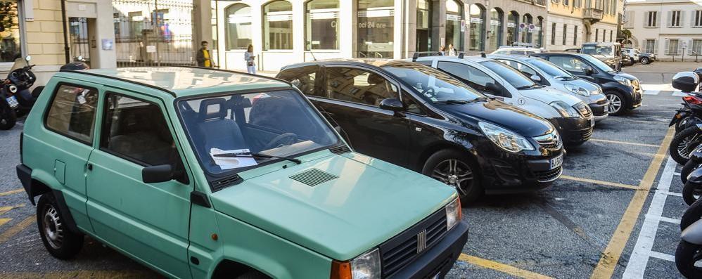 Auto e pullman ovunque, è una giungla  «È ora di rispettare i cartelli stradali»