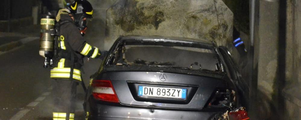 Mariano, in fiamme una Mercedes  Colpa di un corto circuito