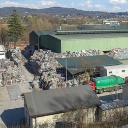 «Discarica abusiva per i rifiuti di Napoli»  Camion a Como anche dopo il sequestro