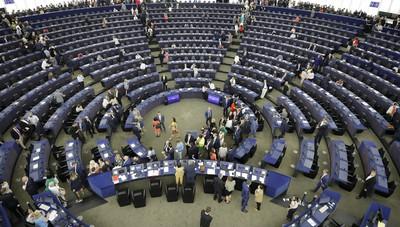 Europarlamento, non si criminalizzi l'educazione sessuale in Polonia