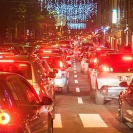 Caos Natale, la trovata del Comune  Via Milano senza auto nel weekend