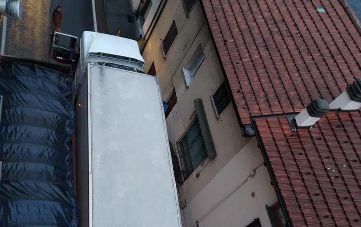 """Camion sulla Regina che scoppia  Ma fino a gennaio nessuno """"stop"""""""