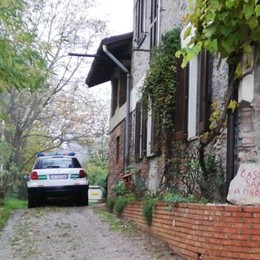 Carugo, tenta il suicidio Salvato da carabinieri e vigili
