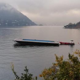 Cernobbio: la partenza  della piscina galleggiante   GUARDA IL VIDEO
