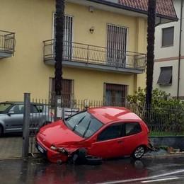 Incidente a Cadorago  Auto finisce fuori strada