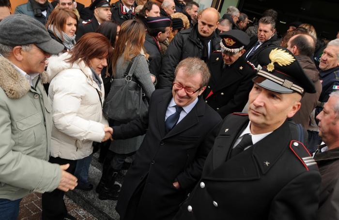 TURATE: il Ministro Maroni inaugura la nuova caserma - Arrivato da Roma per l\\evento il generale Leonardo Gallinelli