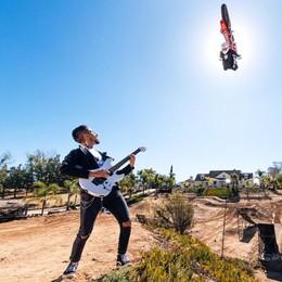 Uno spettacolo con rock e moto  Così Giulio incanta la California