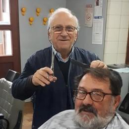 Dopo 50 anni appende le forbici al chiodo  «E ora vorrei creare un circolo anziani»