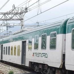 Il treno salta la fermata di Camerlata  Pendolari furiosi. Trenord: «Guasto»
