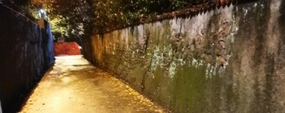 L'antico muro è a rischio crollo  Chiusa via Marconi ad Appiano
