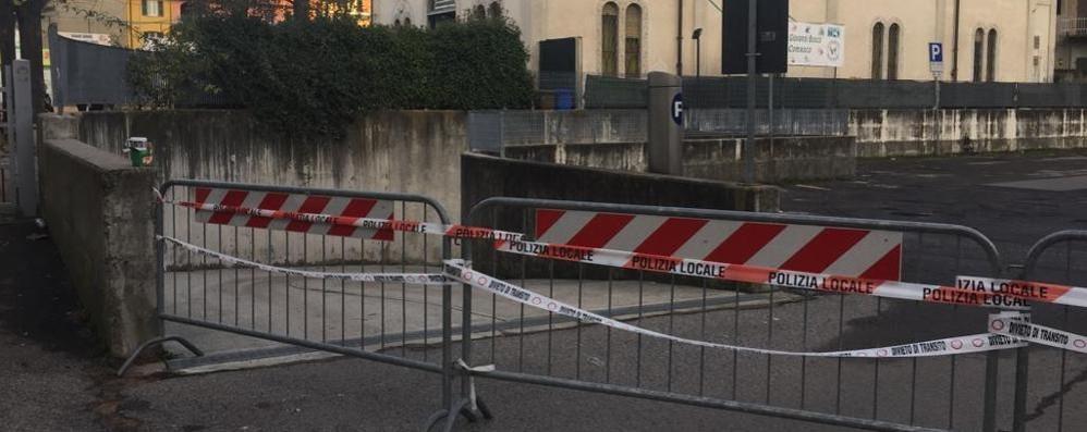 Olgiate, a rischio di cedimenti  I pompieri chiudono i parcheggi