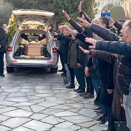 Cantù, in trecento  al funerale di  Liva