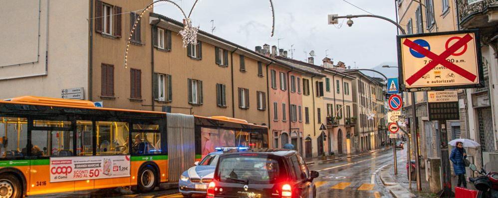 Code e delirio traffico, ma il Comune esulta  «Gli autobus sono stati puntuali»