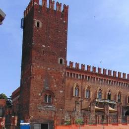 Il castello di Carimate  venduto a 4,5 milioni  Ritornerà un albergo