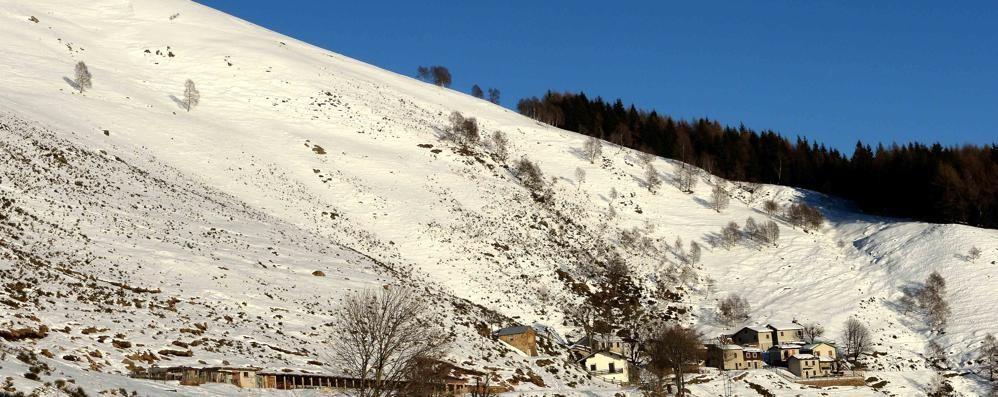 Tragedia all'alpe Giumello  Cade dalla bicicletta  e muore a 51 anni