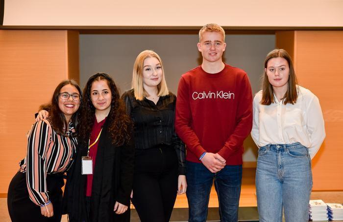 Gli studenti qualificati alle semifinali di Euro Sales Italy, da sin. Beatriz Valente, Yasmin Chehab, Essi Rantanen, Joel Kristjansson, Ingeborg Sollie