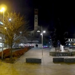 Cantù, il campanile resta ancora al buio  «Trascurato il simbolo della città»