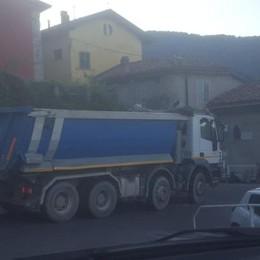 Cernobbio, basta con i camion  incastrati sui tornanti  Arriverà anche la telecamera