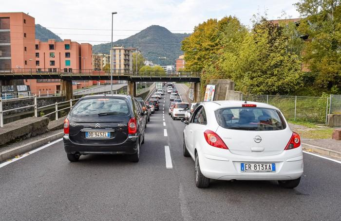 Como traffico bloccato in città per incidente in Napoleona