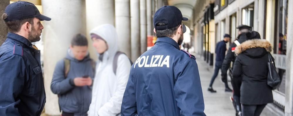 «Vendevano droga porta a porta» Denunciati tre minorenni