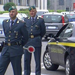 Como: il bazar delle griffe false  Andranno in beneficenza  vestiti per centomila euro