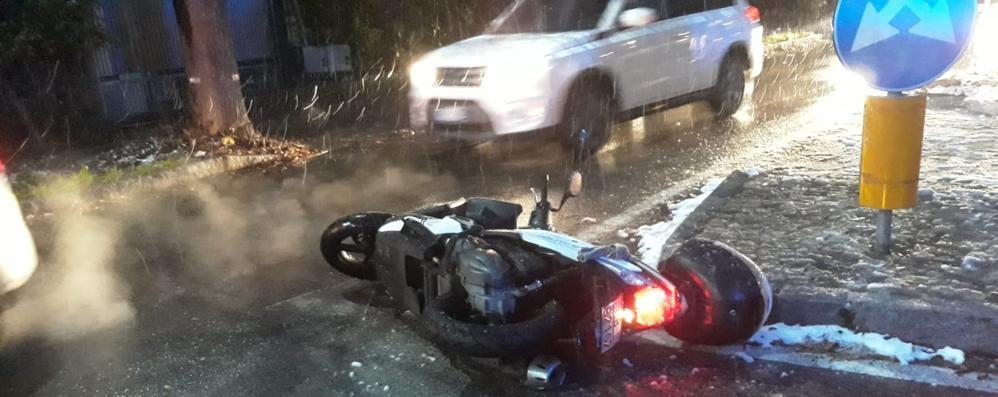 San Fermo, ferito nello contro con auto  Paura per uomo sullo scooter