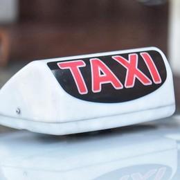 Città turistica? Non se si cerca un taxi  La protesta: «Di notte sono introvabili»