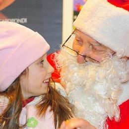Babbo Natale  arriva nel cortile  del Comune