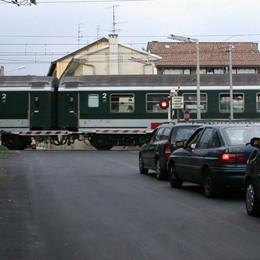 Barriere abbattute a Locate   Treni delle Nord in ritardo