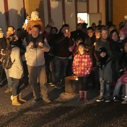 Befana dei pompieri a Canzo  Più di 400 ad applaudire lo show
