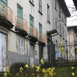 Cantù, allarme per l'ex De Amicis  «Edifici e biblioteca abbandonati»