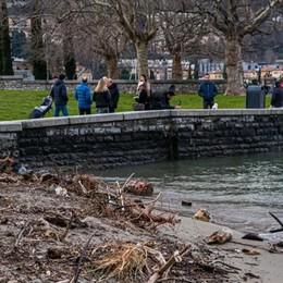 Como: alberghi pieni  e migliaia in gita  Ma il lago è sporco