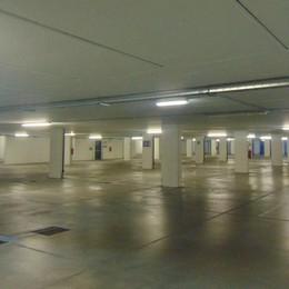 «A Cantù mancano i parcheggi»  Ma l'autosilo in centro resta vuoto