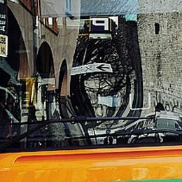 Autista del bus a una ragazzina comasca   «Sei italiana? Dammi i documenti»