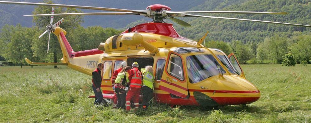 Peglio, scontro tra auto e moto  Ferito soccorso con l'elicottero