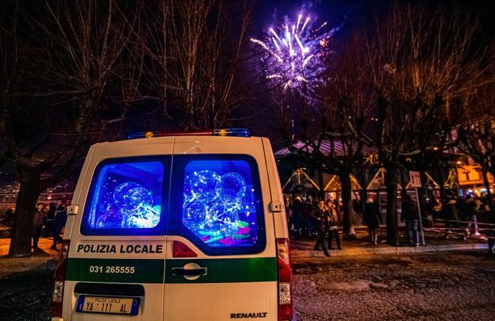Como palloncini luminosi sequestrati ai cingalesi durante la notte di Capodanno