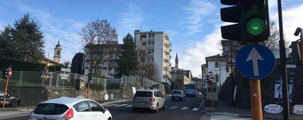 """Cantù prova a snellire il traffico  Altri due semafori """"intelligenti"""""""