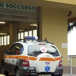 Ruba l'automedica dall'ospedale  E poi se ne va in giro per Cantù