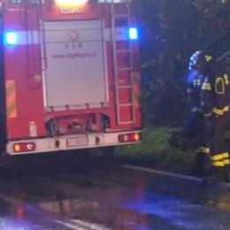 Tetto in fiamme a Brunate  Arrivano i vigili del fuoco