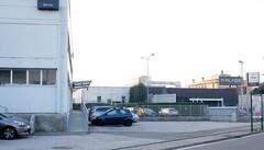 Basta manovre pericolose sulla Statale  Tavernerio, bisarche nel parcheggio