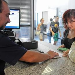 Passaporto, 4 mesi d'attesa  «Ma le urgenze sono salve»