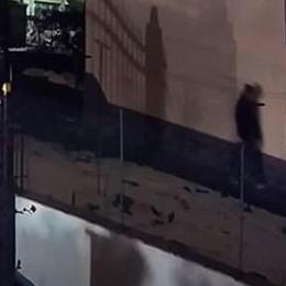 Inverigo, la telecamera  immortala il ladro  Un colpo da dieci euro