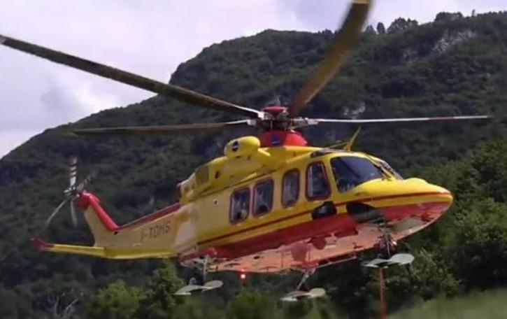 San Siro, scontro tra auto sulla Regina  Un ferito grave, arriva l'elicottero
