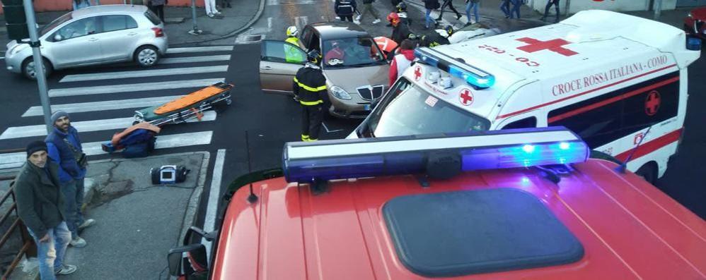 Como, incidente al solito incrocio Tre feriti in via Castelnuovo