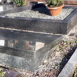 Camnago,ancora degrado al cimitero
