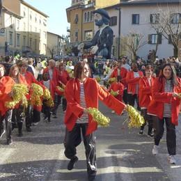 Carnevale, 3.600 alla prima sfilata  «Davvero ottimo l'esordio a Cantù»