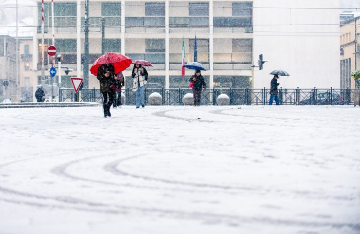 Como neve anche in centro Città, piazza DUomo e piazza Verdi, palle di neve, nevicata